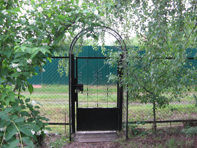 Как сделать ворота на дачу из рабицы своими руками